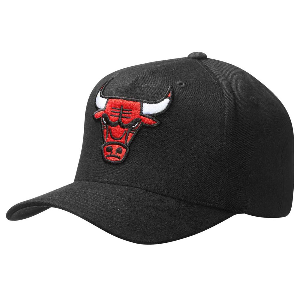 2a333b03ea5 Mitchell and Ness Chicago Bulls Team Logo 110 Cap Black OSFA