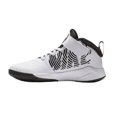 Nike Team Hustle D 9 Kids Basketball Shoes White / Black US 11, White / Black, rebel_hi-res