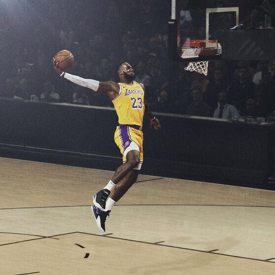 Nike LeBron XVIII Mens Basketball Shoes, Black/Gold, rebel_hi-res