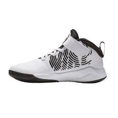 Nike Team Hustle D 9 Kids Basketball Shoes White / Black US 11, White / Black, rebel_hi-res